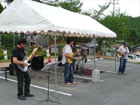 祭りが盛り上がったバンド演奏。