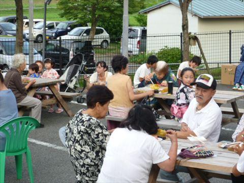 ここは「優・悠・邑」。まるで村の夏祭り!