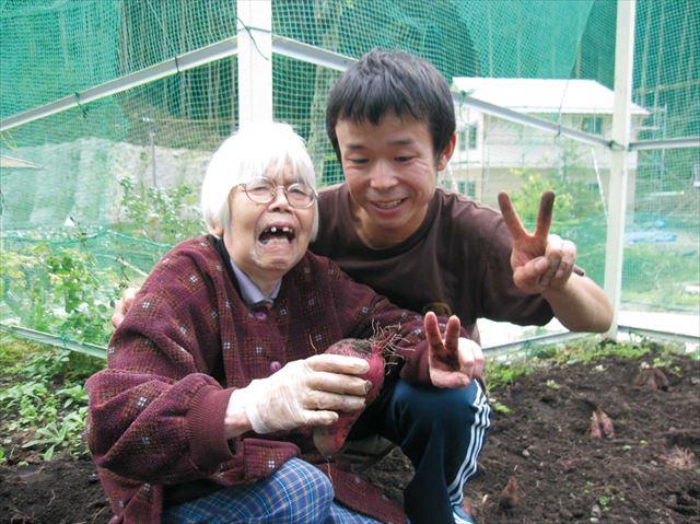 種まきから育て、やっと収穫!永い間ず〜と見守ってきた長寿菜園のさつま芋。