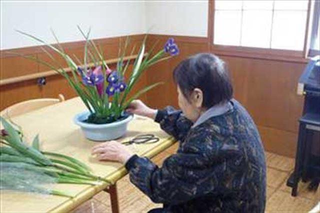 「お花」は好きです!と、昔から心得のあるものは皆さん積極的ですネ!